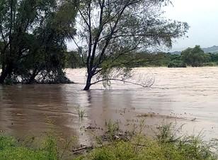 Saldo blanco en Tenampulco, tras el paso del frente frío 4 que desbordó los ríos Apulco y Metzonate