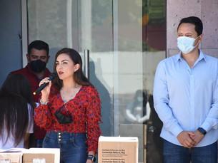 En Atempan, Luisa Hernández entrega apoyos alimentarios del DIF a enfermos de cáncer y niñez escolar