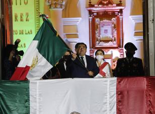 En el Grito de Independencia, Miguel Barbosa reconoce entrega del personal de la Salud