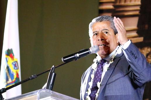 Para no afectar el curso de los proyectos de investigación cient´fica, si no se incrementa que por lo menos no se reduzca el presupuesto para educación superior, plantea el diputado Hugo Alejo Domínguez