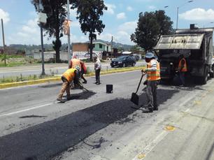 Realiza Infraestructura bacheo en la federal México-Puebla