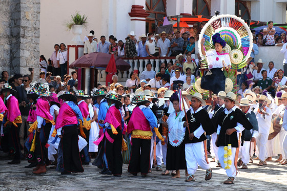 Los alcaldes tradicionales eligieron a eligieron a la soapil Viridiana García reina de la Feria del Huipil Cuetzalan 2019