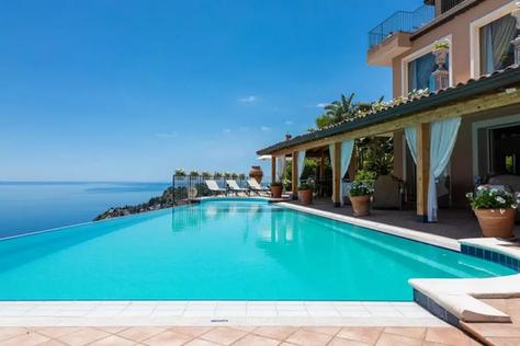 Taormina villa (1).jpg