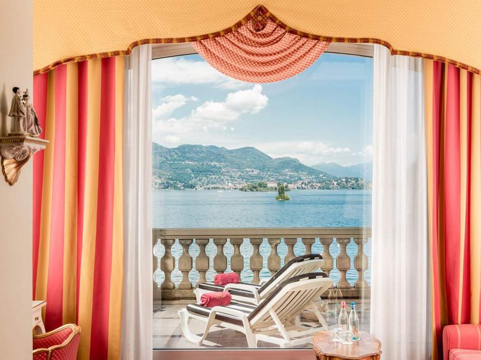 junior-suite-vista-lago02-gallery.jpg