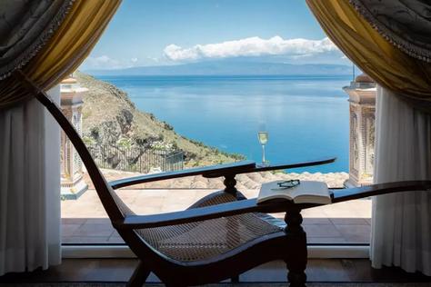 Taormina villa.jpg
