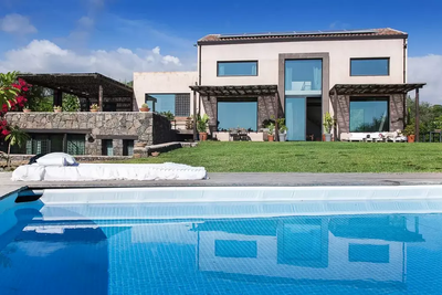 Contemporary Sicily Villa  (2).jpg