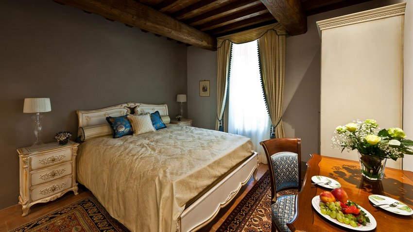 Tuscan Hotel Villa (12).jpg