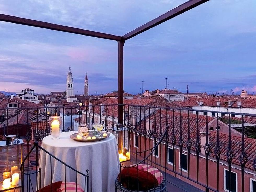 Venice Hotel Wedding (15).jpg