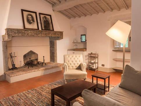 Tuscan Country House (16).jpg