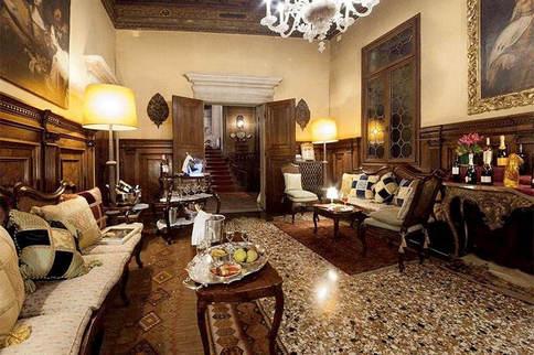 A palazzo in venice (14).jpg