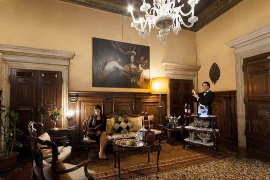 A palazzo in venice (2).jpg