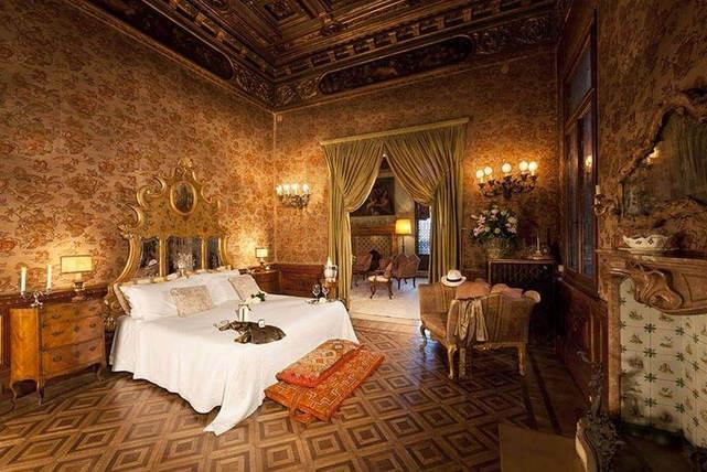 A palazzo in venice (1).jpg
