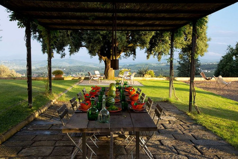 A Renaissance Beauty - Florentine Countryside