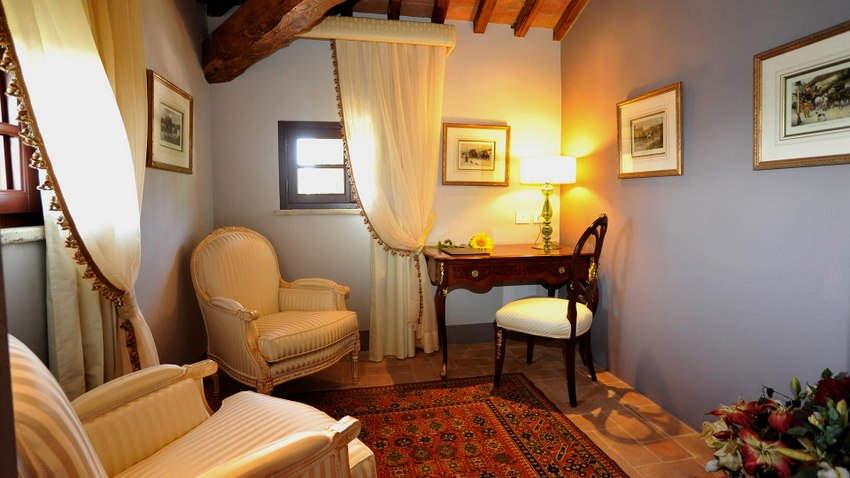 Tuscan Hotel Villa (9).jpg