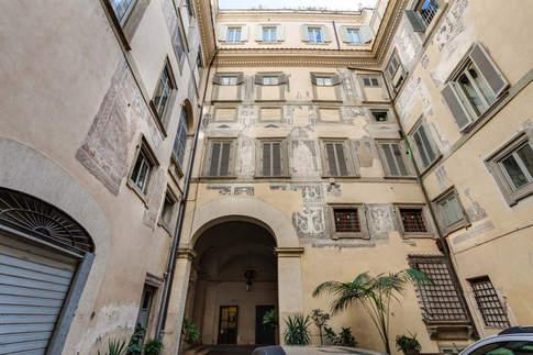 Rome Apartment (17).jpg