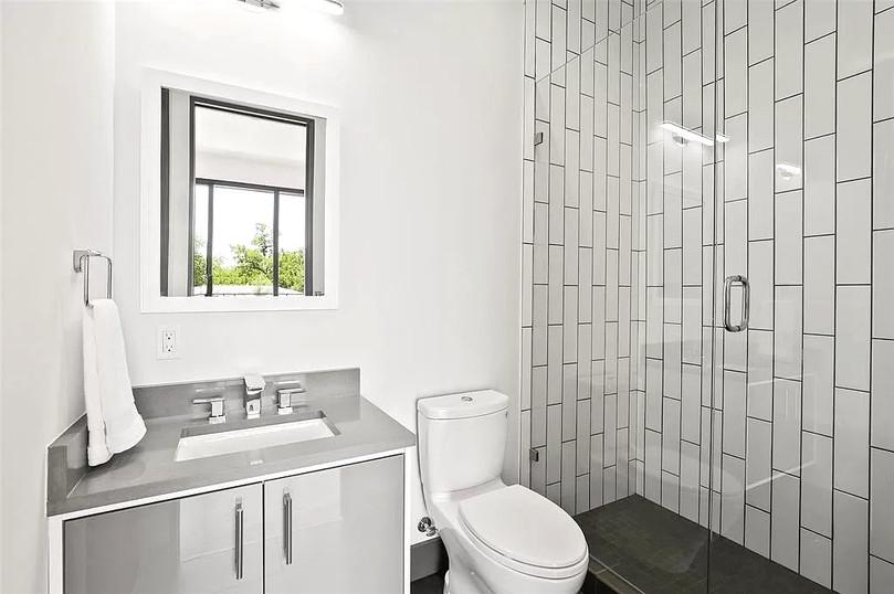 Bathroom vertical1