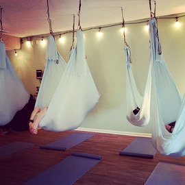 Aerial Yoga tonight 6pm! _#aerialyoga #y