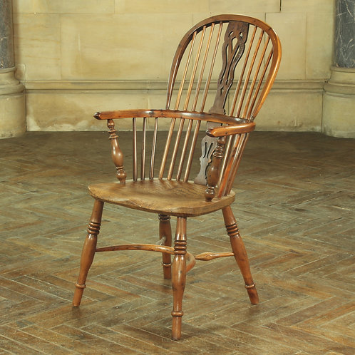 English Early Victorian Yew Wood High Back Windsor Chair. Circa 1840