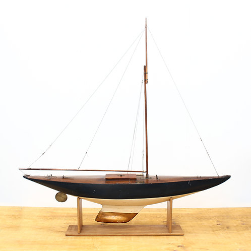 1940'S POND YACHT ON OAK STAND