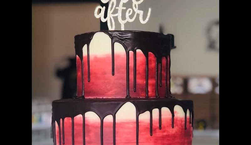 Large 2tier red and white smear cake with chocolate drip (YOU PROVIDE TOPPER)