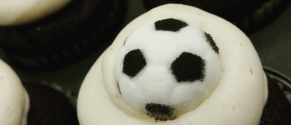 sugar soccer ball mini cupcakes