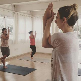 Garudasana (postura da águia) #yoga #hat