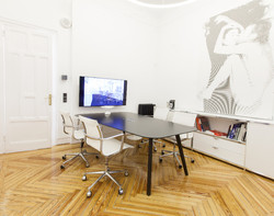 ICF-office-table-Bevel-meeting-AMB05