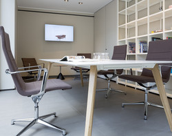 ICF-office-table-Bevel-meeting-AMB02