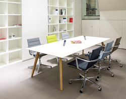 ICF-office-table-Bevel-meeting-AMB04