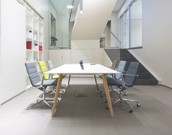 ICF-office-table-Bevel-meeting-AMB03