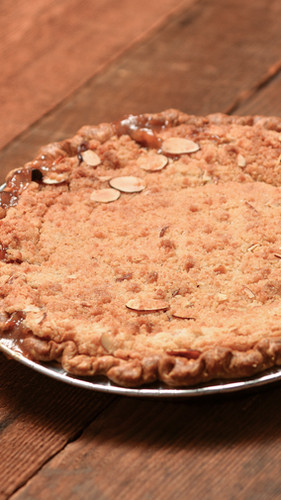 cherry almond streusel pie