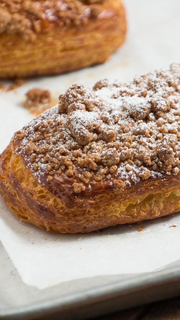 cinnamom crumble croissant
