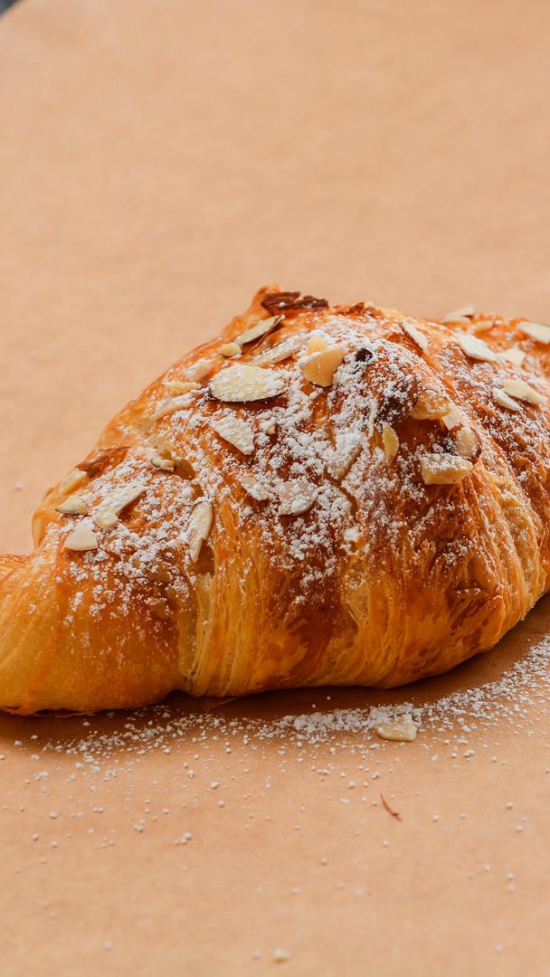 almomd croissant