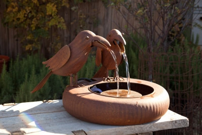 WX9745 - Two Old Crows on Tire Metal Fountain