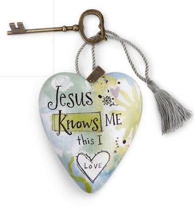 "1003480085 - ""Jesus Knows Me"" Art Heart"
