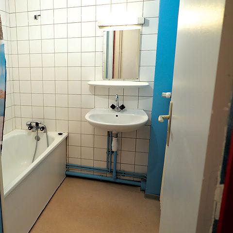 photo d'une douche d'un T2 de la résidence habitat jeunes de saint-dié des vosges
