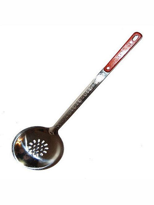 Шумовка с деревянной ручкой для казанов объёмом от 8 до 30 л.