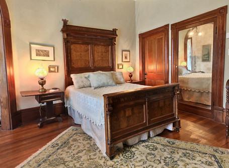 Magnolia suite - queen bed
