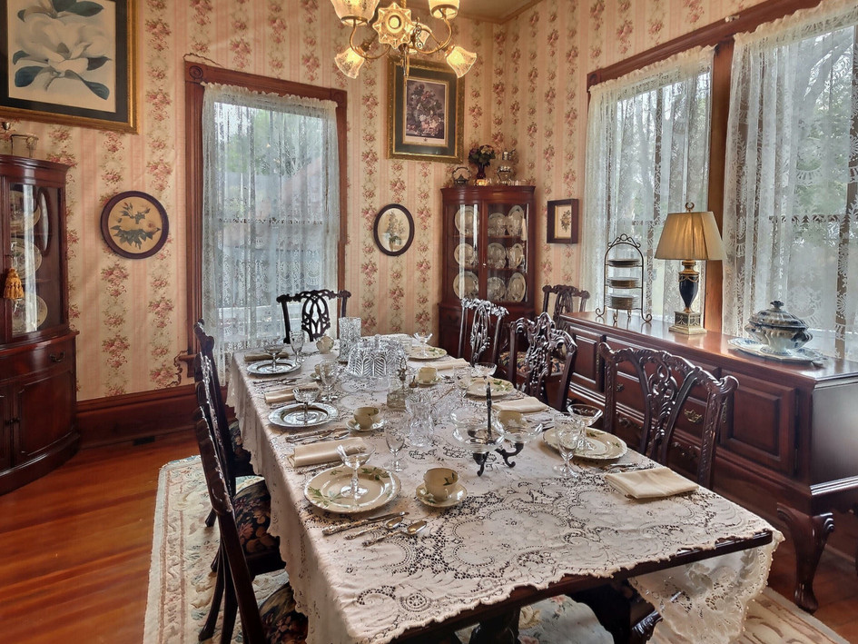 Secondary dining room