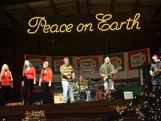 Thurs' Downtown Walkabout to Feature Holiday Concert, Art, Decor & More