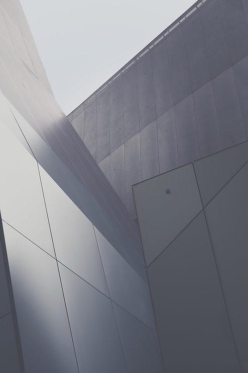 Серые стены