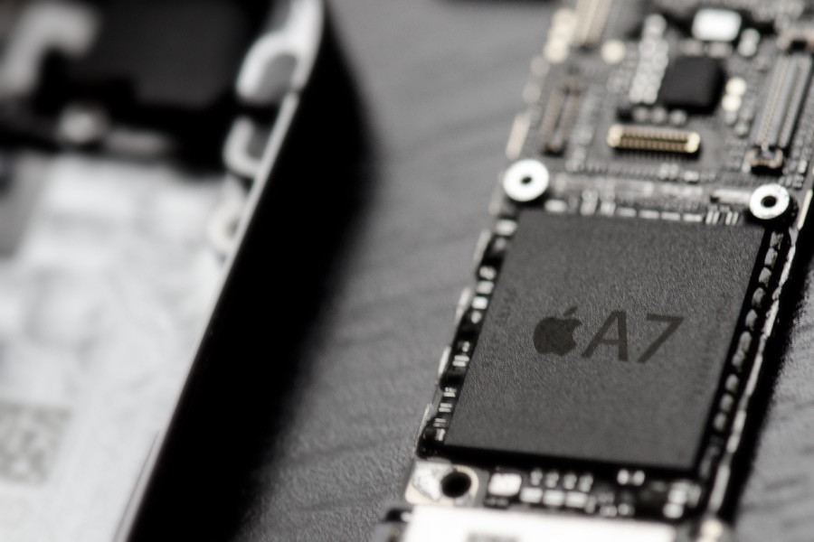 Apple iPhone 6 Logic Board met waterschade