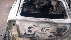 Corpo carbonizado é encontrado em veículo incendiado no interior de Bento