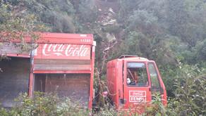Garibaldi Caminhão cai de barranco de 20 metros de altura Três homens ficaram feridos