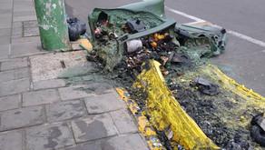 Vandalismo no centro de Carlos Barbosa enfeites e contêineres são queimados