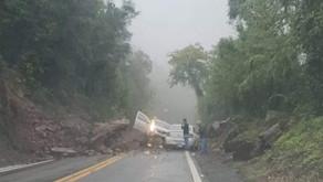 Cuidado ao transitar na BR 116, entre Nova Petrópolis e Vila Cristina. Muitas pedras na pista