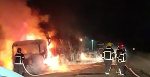Incêndio em 74 veículos em Goiana em oito caminhões-cegonha carregados