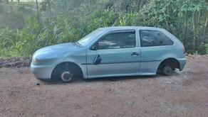 Carlos Barbosa gol foi encontrado sem rodas, pneus, bancos e som, na localidade do Morro do Macaco