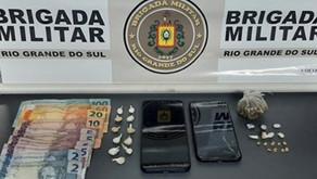 Carlos Barbosa duas pessoas são presas por tráfico de drogas na rua 25 de setembro