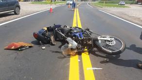 Carlos Barbosa Grave acidente entre motocicleta e caminhão deixa vítima com múltiplas fraturas